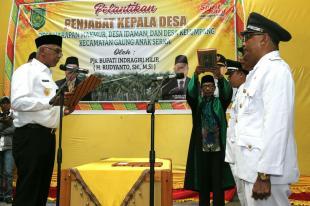 Pj Bupati Inhil Mengambil sumpah 3 pj kepala Desa di Kec GAS