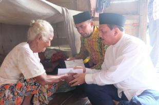 Sekda Inhil Serahkan Zakat Kepada 400 Mustahiq Kecamatan Gaung