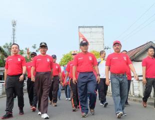 Ditaja Polres Inhil, Bupati Ikuti Jalan Santai Bersama Ribuan Masyarakat