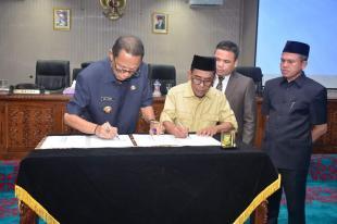 Bupati dan Ketua DPRD Kampar Tandatangani MoU KUA-PPAS APBDP 2018