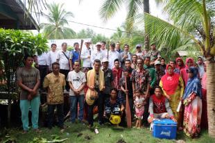 Sekda Inhil Salurkan Bantuan 15 Unit Perahu Motor Beserta Alat Tangkap Perikanan