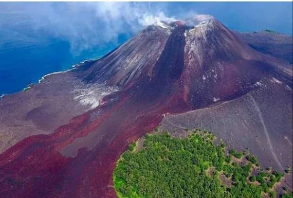 Gunung Anak Krakatau Lontarkan Abu Vulkanik Setinggi 2.000 Meter