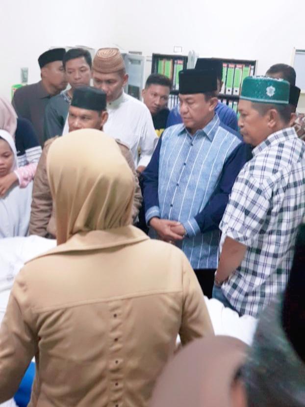 Bupati Inhil Melayat H Muslimin Mabbate Di RSUD Puri Husada Tembilahan
