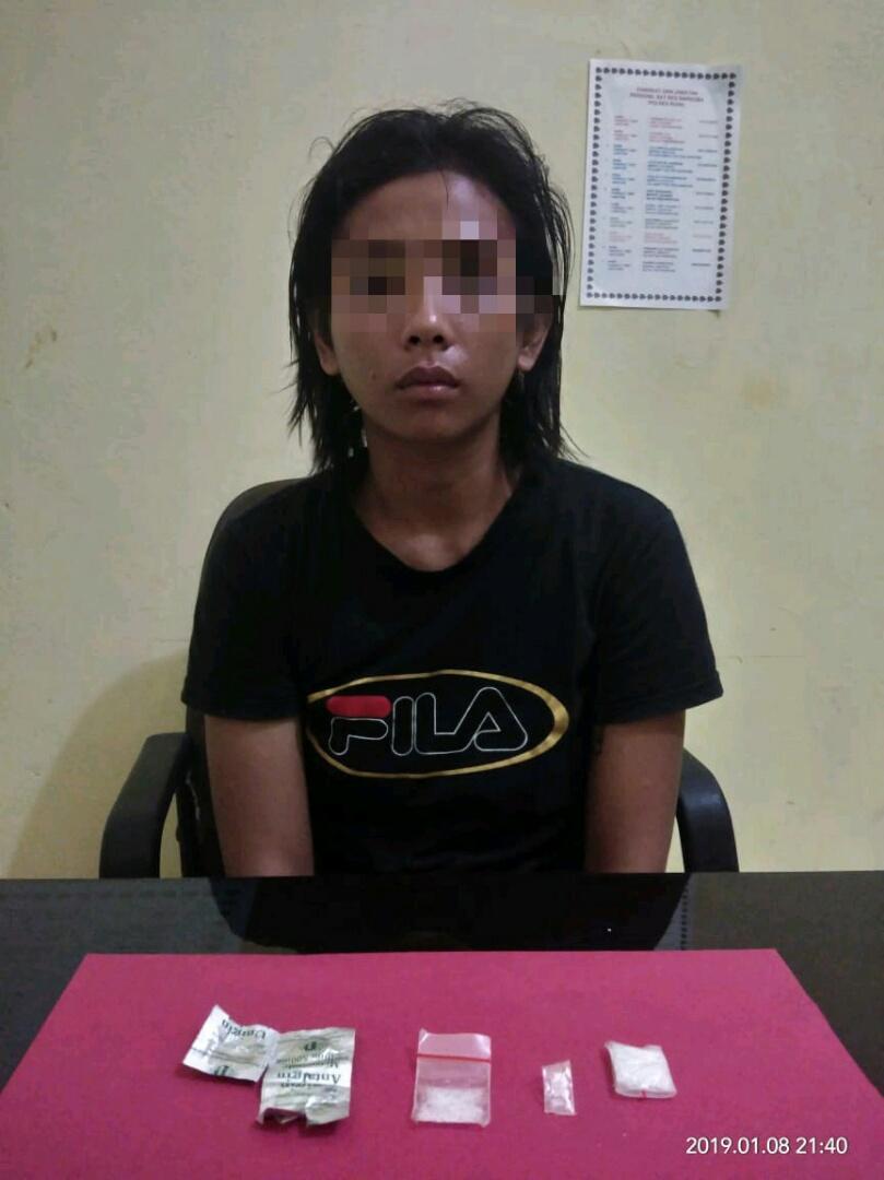 Gempar..., Wanita Pengedar Narkoba ini Diciduk di Pajak Lama Bagan Batu