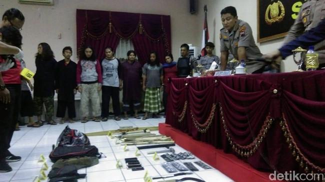 Polisi Menetapkan 10 Orang Tersangka Bentrok Di Solo Di Kirim Ke Mapolda Jateng