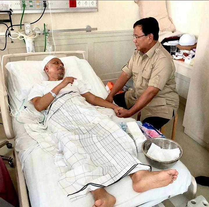 Ustaz Arifin Ilham melanjutkan pengobatannya ke Penang, Malaysia Pakai Pesawat Jet Pribadi