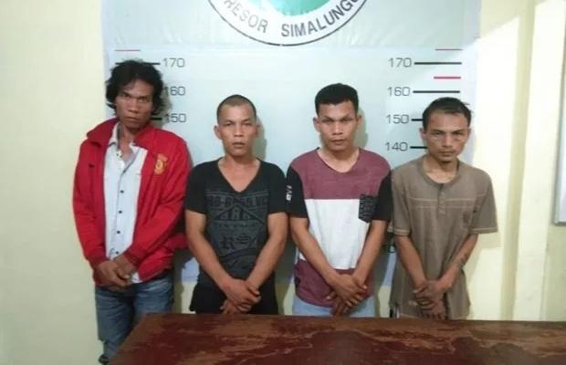 Asyik Nyabu di Kandang Ayam, 4 Pria Parbutaran Dibekuk Polisi