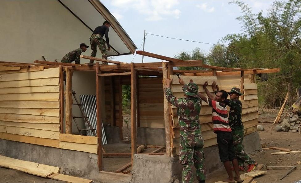 Satgas Pamtas RI-RDTL Yonif 132/BS, Berikan Dapur Baru Kepada Masyarakat Desa Netemnanu .