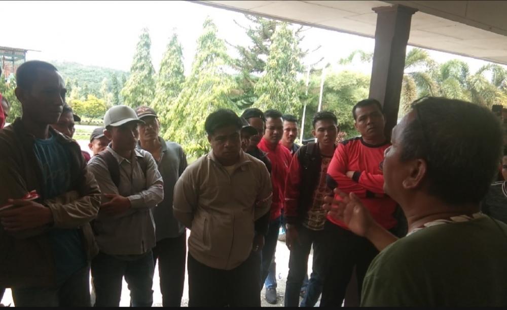 PT.SSS di demo karyawan karena tidak di gaji tiga bulan