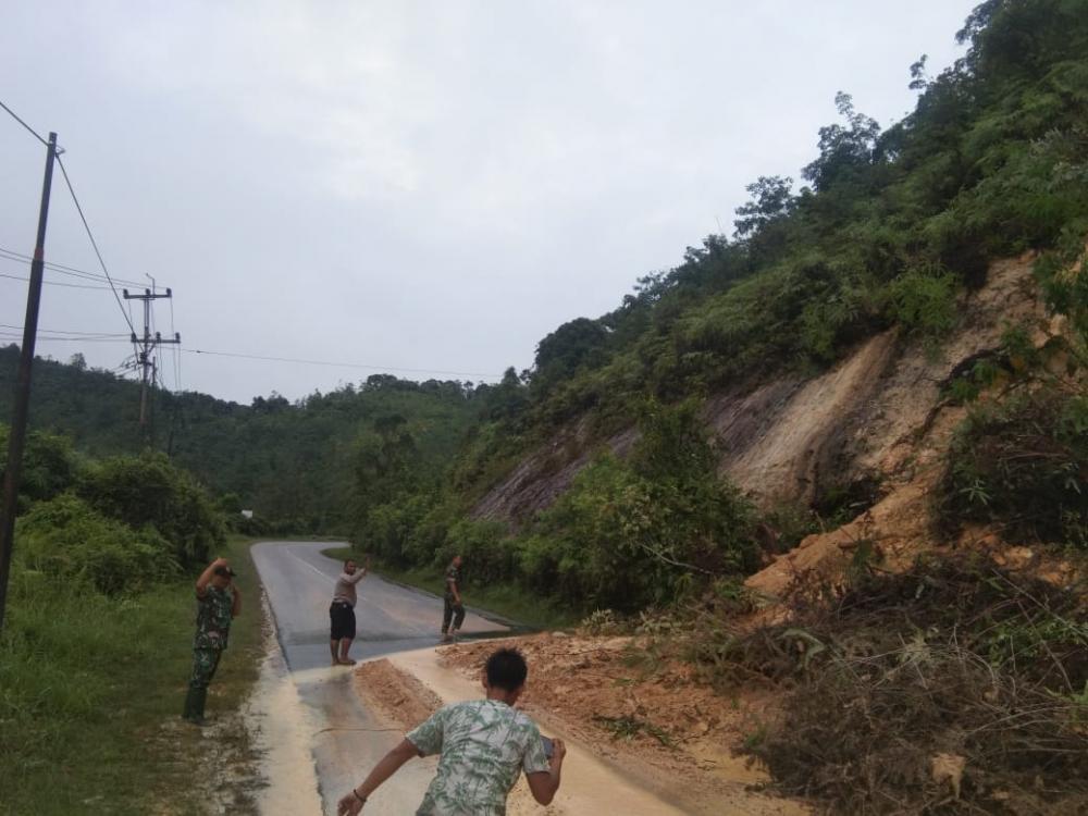 Jalan Lintas Riau Sumbar Lonsor Km 84