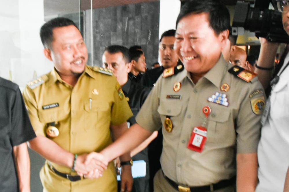 Gubri dan Kepala BPN Riau Puji Bupati Kampar Sukses penyerahan Sertifikat Tanah.