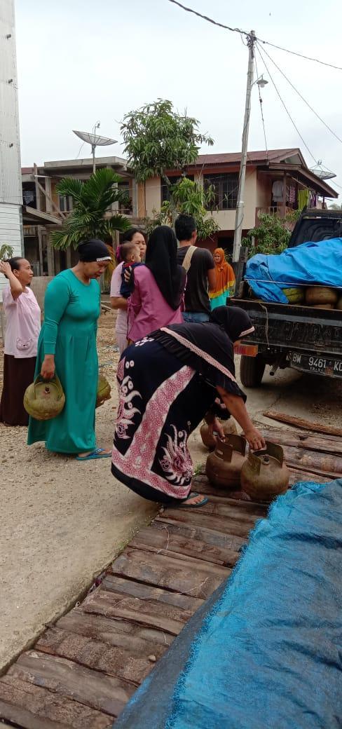 Belum Diturunkan di Pangkalan LPG 3 KG, Gas Tabung Melon Diserbu Warga Desa Tuasan Inhil.