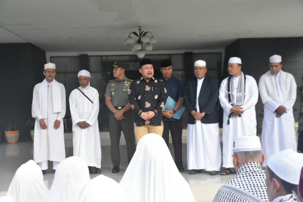 Bupati Kampar Lepas 120 orang Jema'ah Thoriqoh Naqsyabandiyah ke Langkat Sumut.