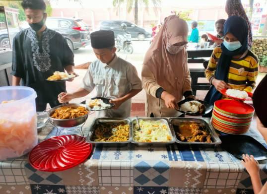 Satreskrim Polres Kampar Kembali Gelar Program Jumat Berkah, Makan Siang Gratis untuk Dhuafa