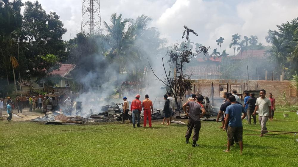 Terjadi Kebakaran Rumah di Lipat Kain, 1 Unit Mobil Kijang Kapsul SGX Ikut Terbakar