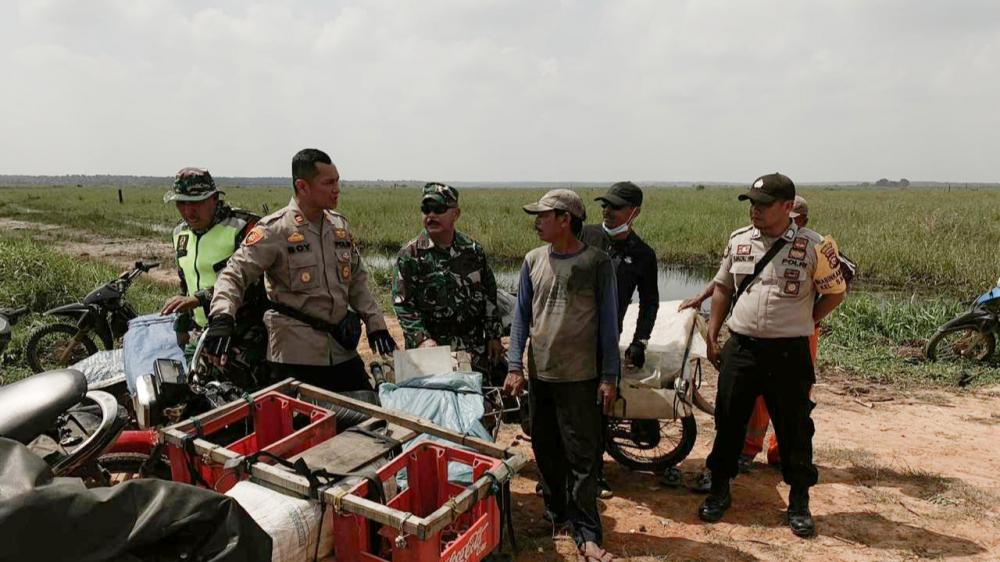 Kapolsek Simpang Kanan bersama Danramil 0321 BGS Lakukan Patroli