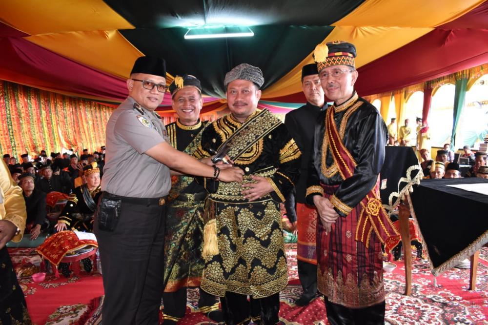 Bupati Kampar Dinobatkan Sebagai Payung Panji Adat Kampar Dengan Gelar Datuk Rajo Batuah