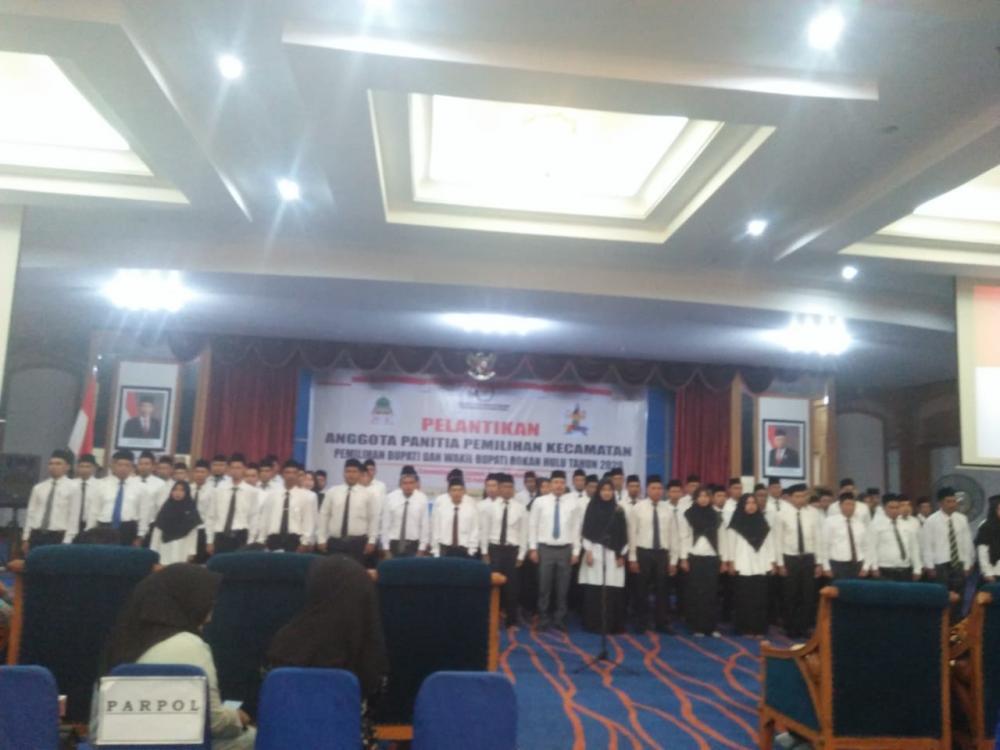 79 anggota panitia pemilihan kecamatan dilantik oleh KPU Rohul