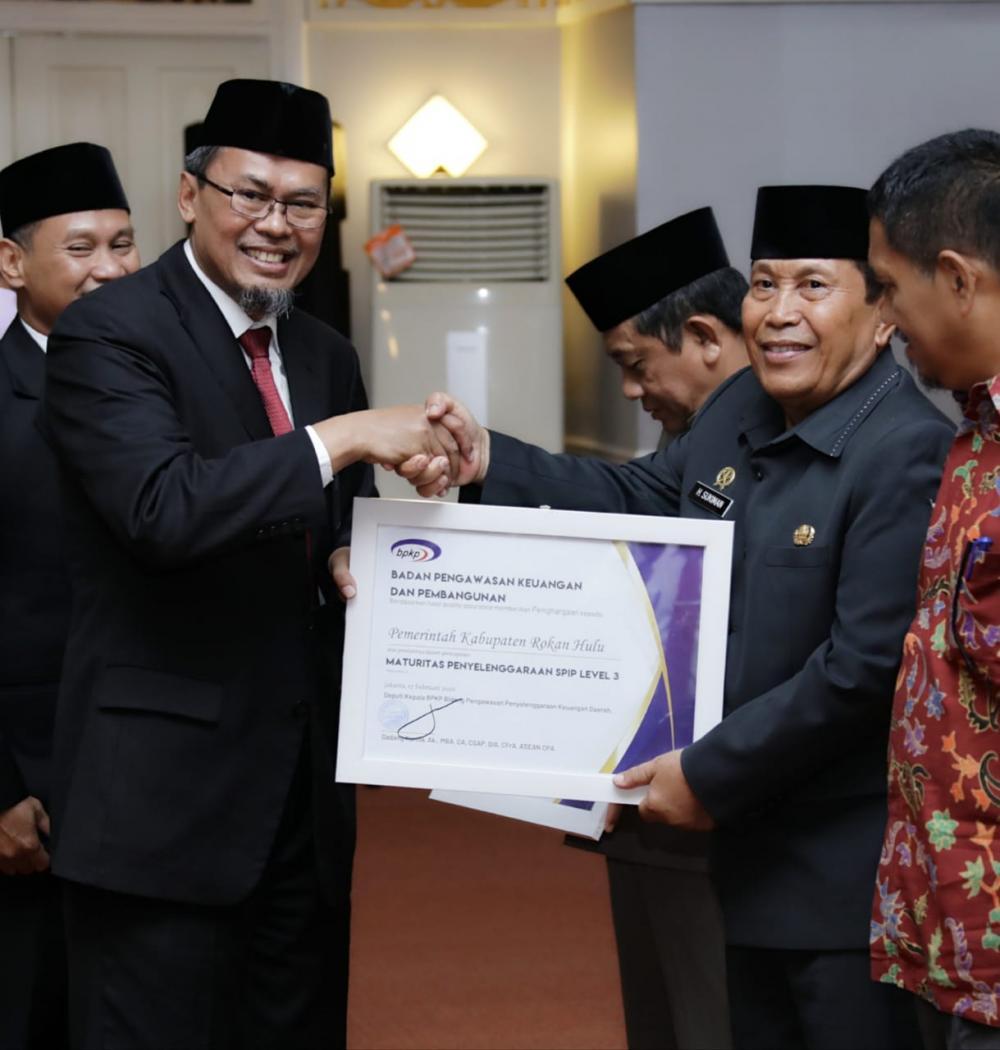 Kembali Ukir Prestasi, Bupati Rohul Terima Penghargaan Maturitas SPIP dari BPKP Pusat