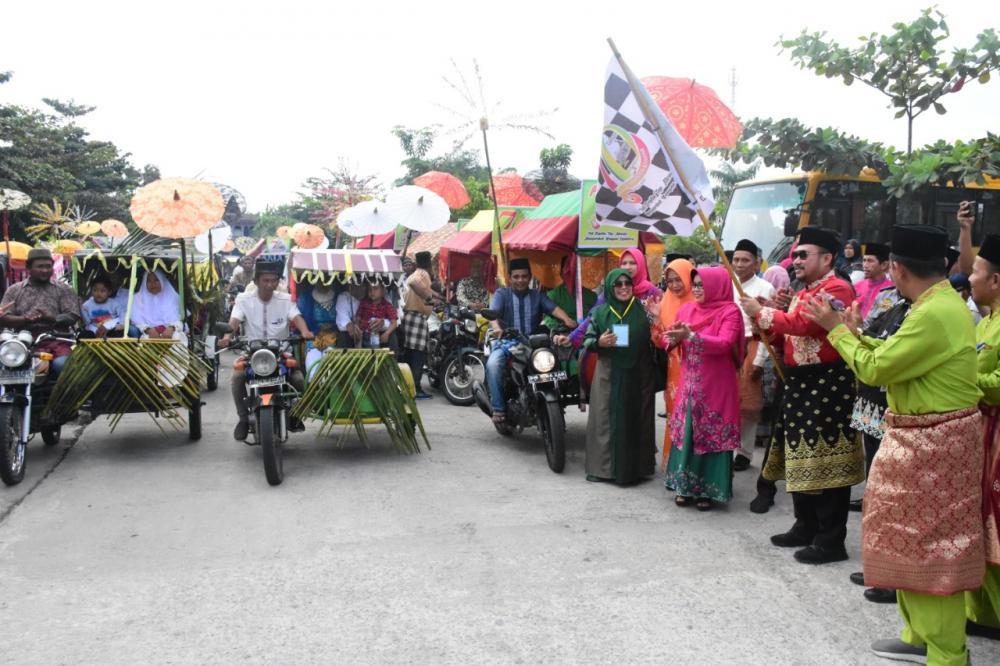 HUT Kampar Ke-70 Mengantarkan Sebanyak 24 Pengantin Menggunakan Becak Hias di Sidang Isbat