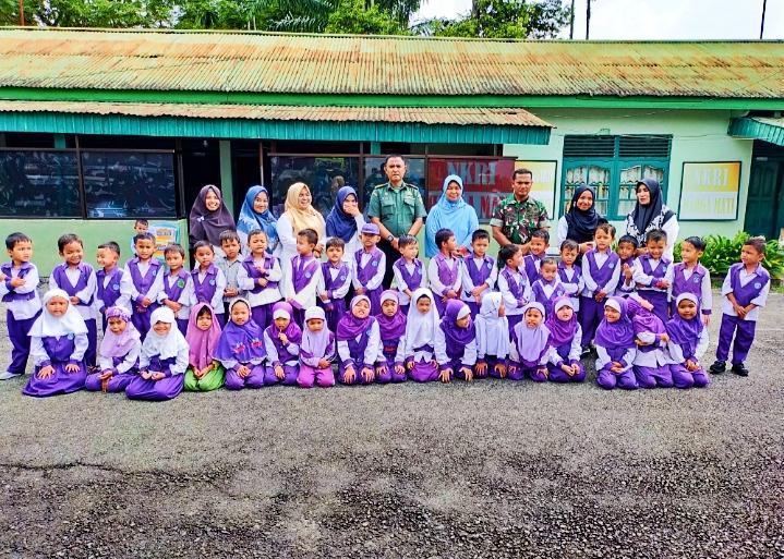 Yayasan Azza Raudhatul Athfal Azza Kunjungi Koramil 02 Rambah