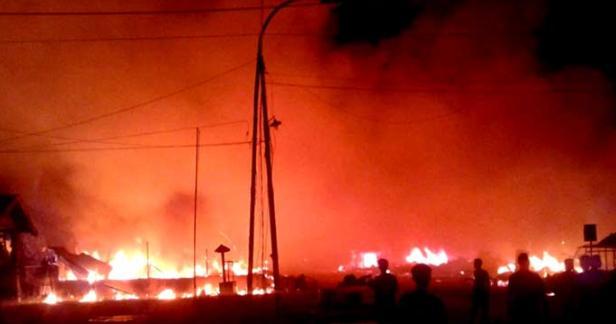 Musibah Kebakaran Terjadi Di Inhil Menghanguskan 20 Kios dan 1 Roda Empat 3 Roda Dua
