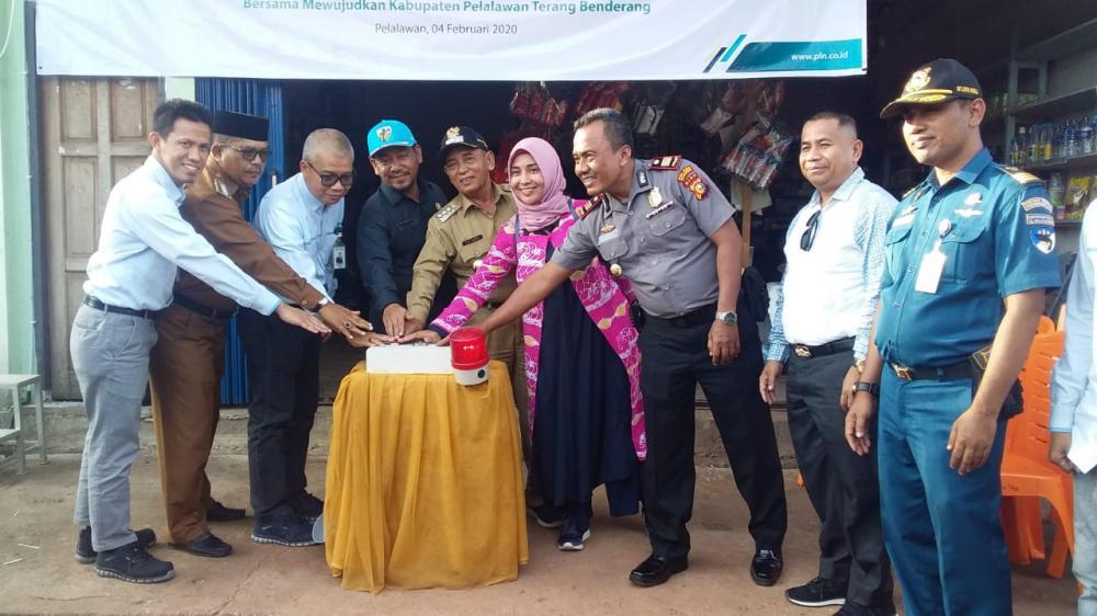 Bupati Pelalawan Resmikan Pelayanan Listrik 14 Jam Di 2 Desa Di Kecamatan Kuala Kampar