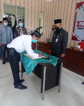 Camat Rupat Melantik dan Mengambil Sumpah/Janji kepada 46 Anggota BPD di Kecamatan Rupat