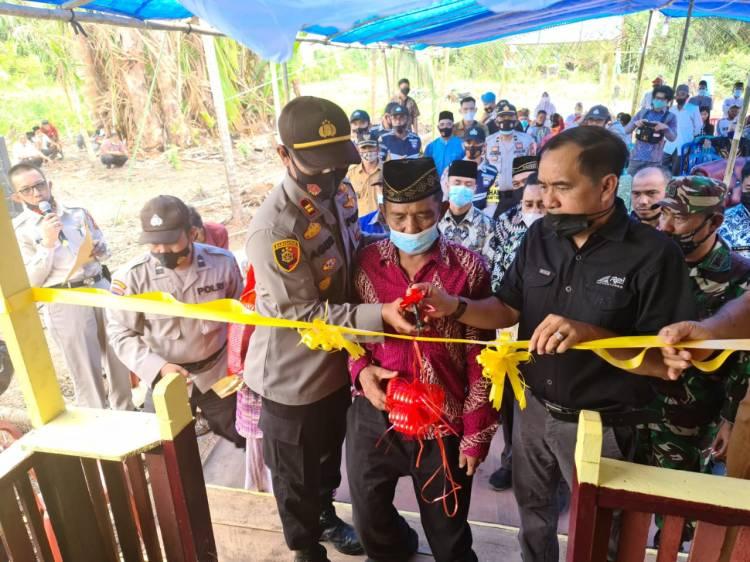 Ketua DPRD dan Polres Inhil Resmikan Rumah Layak Huni Bantuan  Bhabinkamtibmas Polsek Gaung Anak Serka