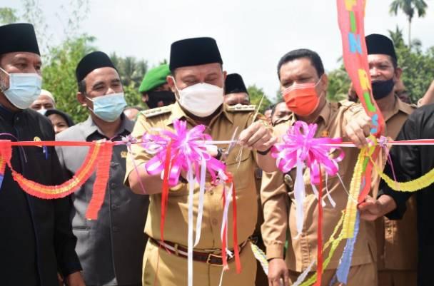 Bupati Kampar Resmikan Jembatan Gantung Arifin Ruslan di Kecamatan Kuok
