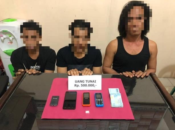 Tiga Pria Pengedar Sabu Dibekuk Jajaran Unit Reskrim Polsek Kempas Polres Inhil