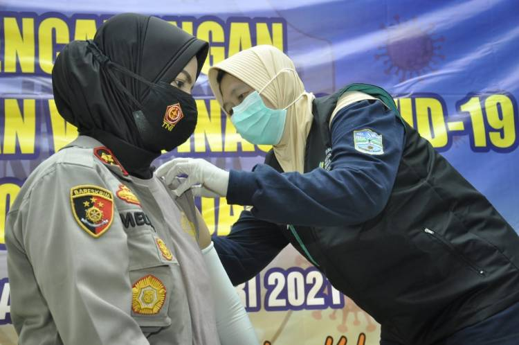 Kapolres Banjar dan Forkopimda Kota Banjar Jalani Vaksin Covid-19 di Aula RSUD Kota Banjar