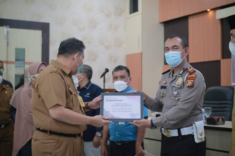 Polres Inhil Terima Penghargaan Instansi Terbaik Pengumpul Data 2021 Tingkat Kabupaten Inhil
