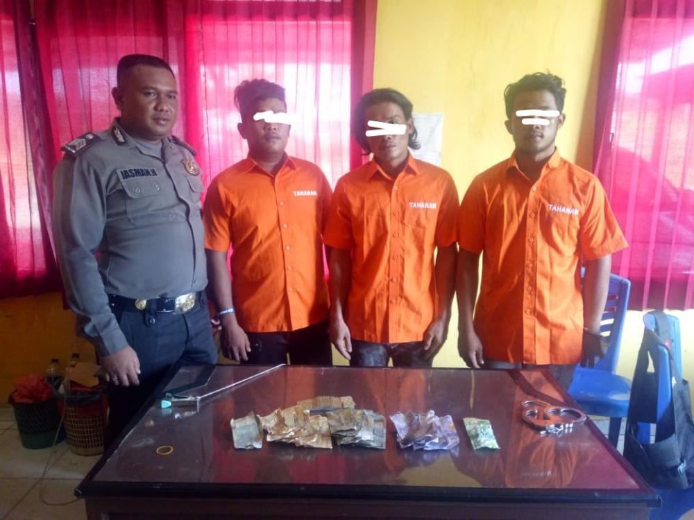 11 Pria Diamankan Polisi Saat Bermain Judi Di Barak PT. MAS Desa Danau Lancang