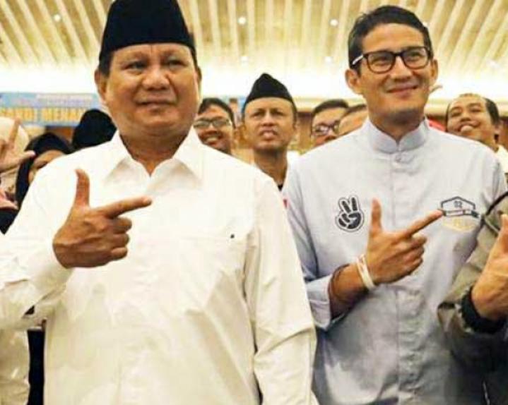 Caleg PBB Zainal Abidin Sahabuddin Dalam Kampanyenya Memasang Baleho Prabowo-Sandi