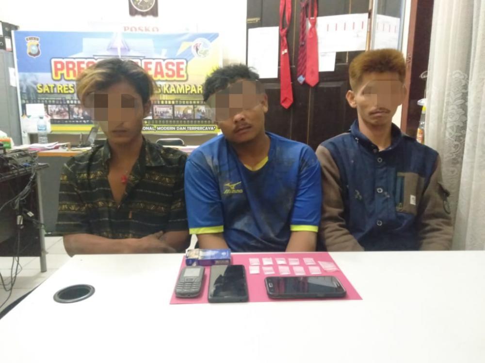 Tiga Pengedar Shabu Diringkus Resnarkoba Polres Kampar di Desa Kuntu Kampar Kiri