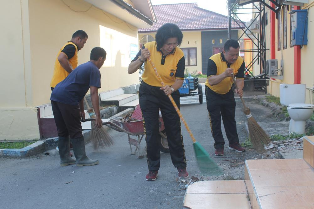 Cegah Virus Corona, Polresta Deli Serdang Tingkatkan Kebersihan Mako