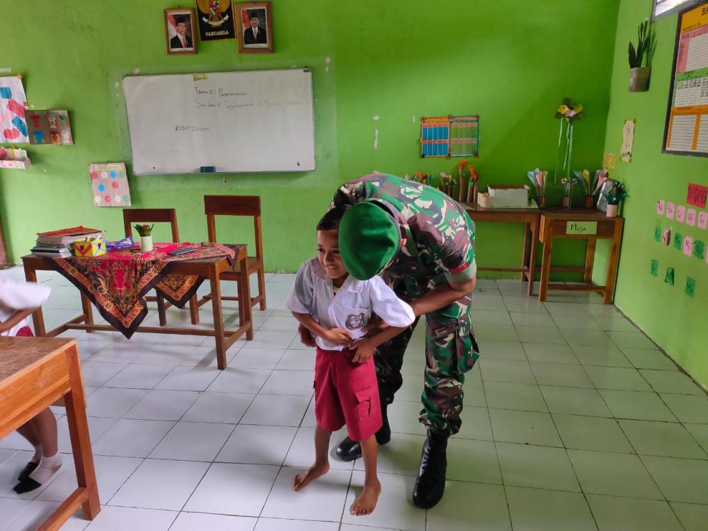Satgas Yonif 132/BS, Ajarkan Anak  Perbatasan Menjaga Pola Hidup Sehat