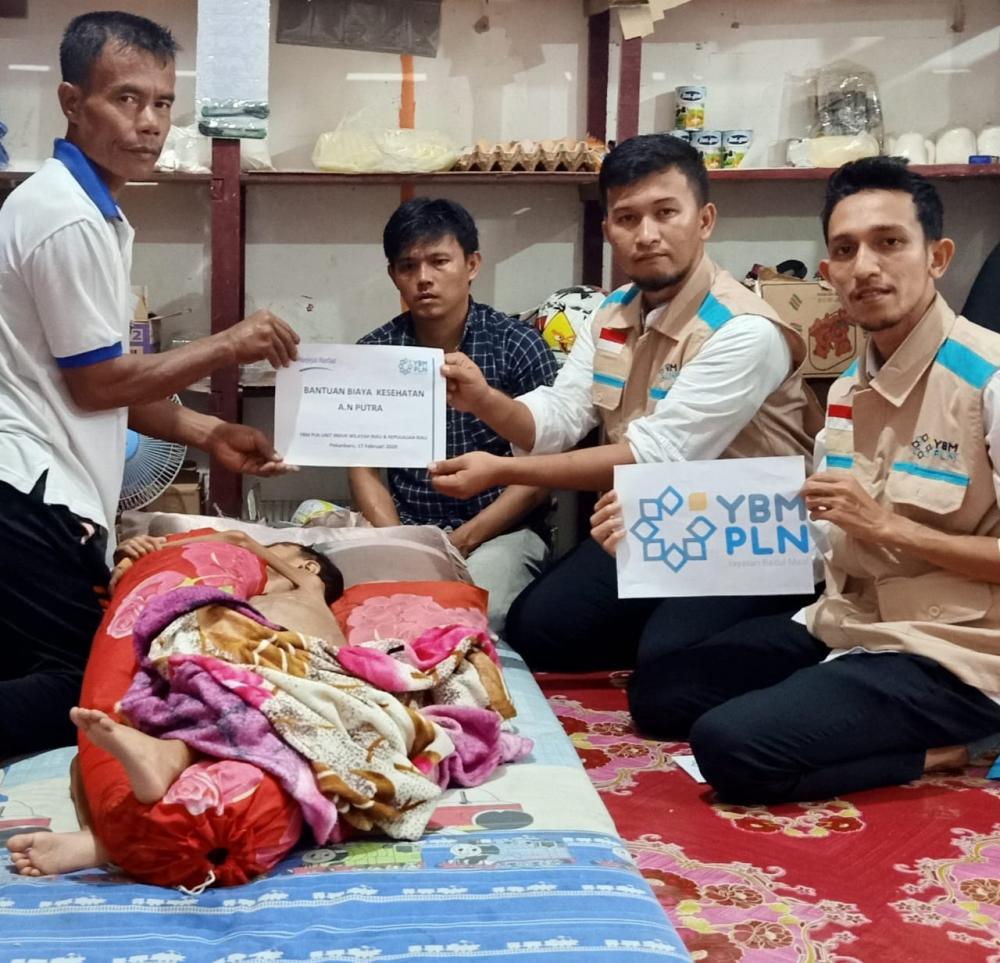 Penderita Tumor Ganas di Rohil Terima Bantuan dari YBM PT PLN Bagan Siapiapi