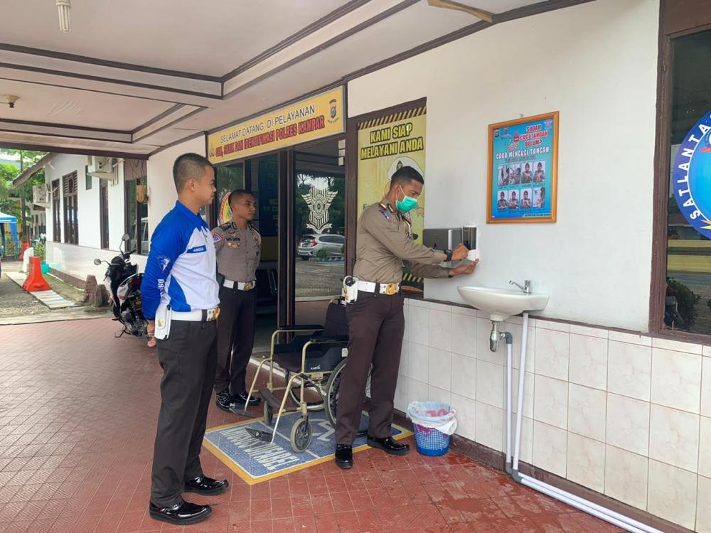 Inovasi Pemasanagan Wastafel di Sat Lantas Polres Kampar Mencegah Covid-19
