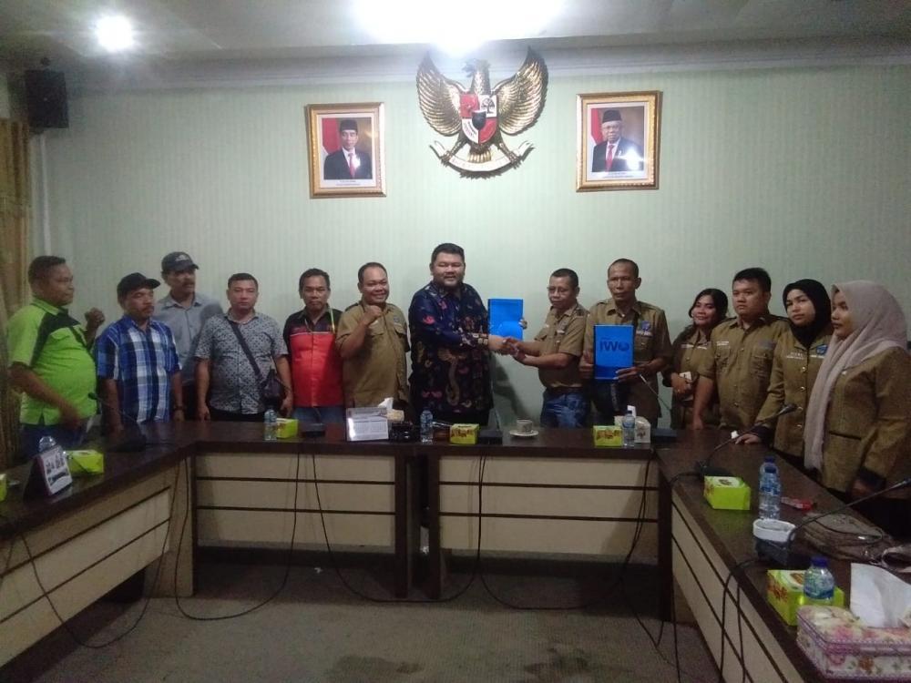 Pengurus PD IWO Rohul jalin Silaturrahmi dengan Ketua DPRD Rohul.