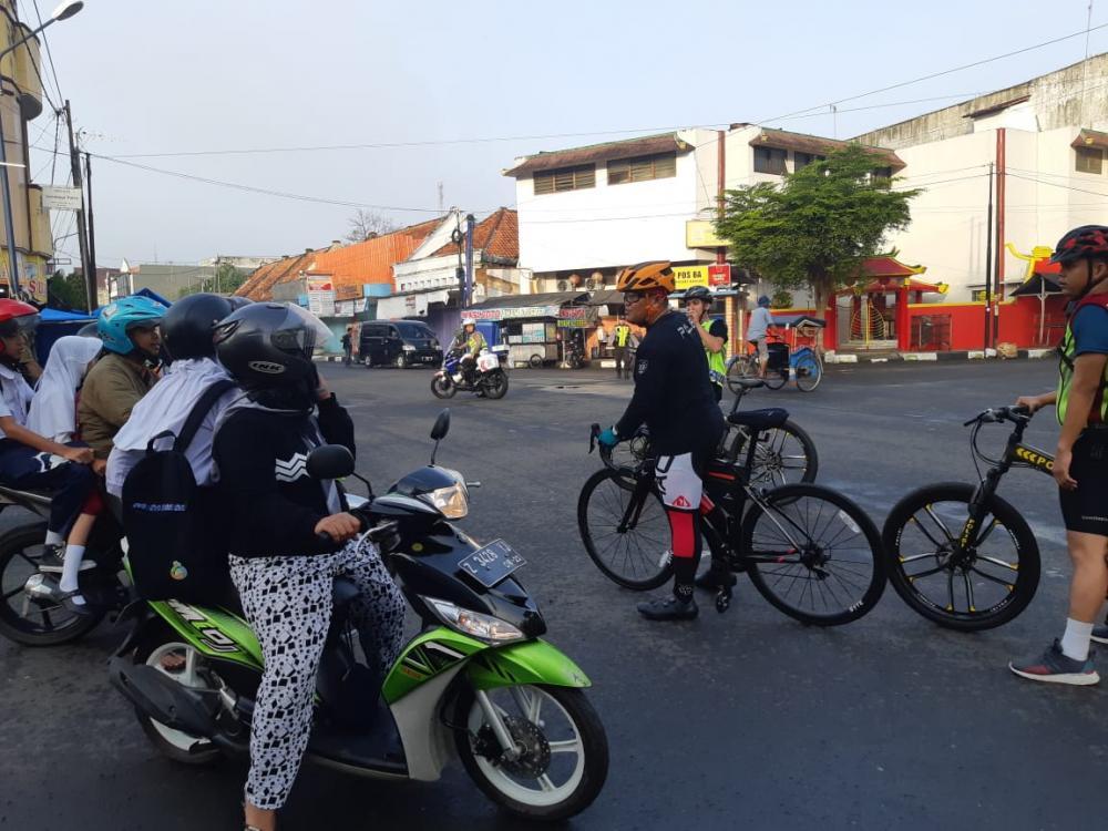 Kapolres Banjar Beri Himbauan Ke Masyarakat Soal Covid - 19  Saat Lakukan Gowes Sehat