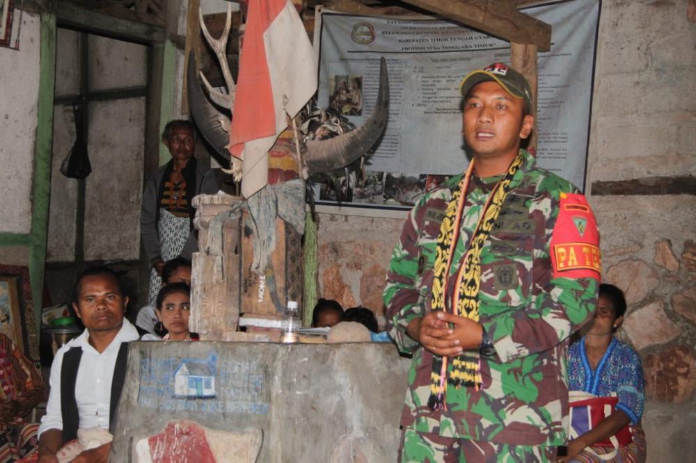 Satgas Pamtas RI-RDTL Yonif 132/BS, Bangun Balai Adat di Desa Inbate