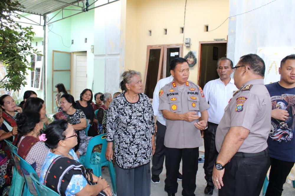 Kapolres Sergai AKBP Robin Simatupang beserta rombongan melayat dirumah duka