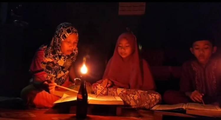 Warga Kampung Bantalan Seberang Tembilahan Berharap Desanya Segera Dialiri Listrik PLN