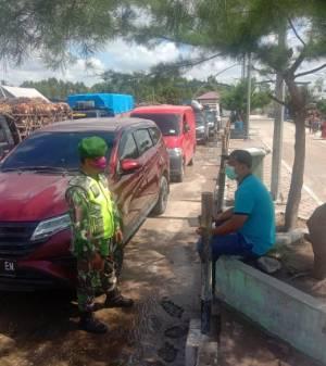 Babinsa Koramil 05/Rupat Gelar Penegakan Disiplin Prokes Covid-19 bagi Penumpang Roro, Rupat