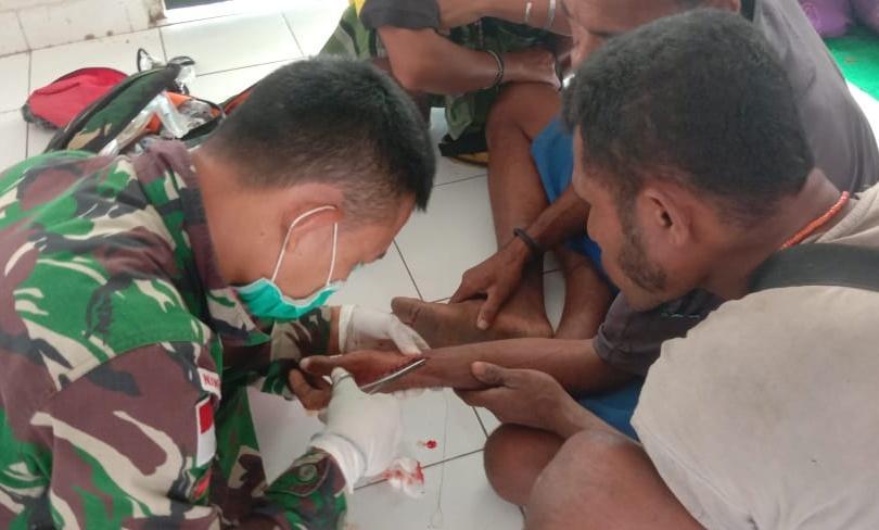 Pengabdian TNI di Tengah Wabah Virus Covid-19, Satgas Pamtas RI-RDTL Yonif 132/BS, Memberikan Pelayanan Kesehatan di Pos Haumeniana