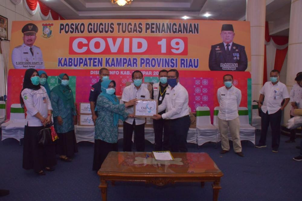 Bupati Kampar Terima Bantuan APD Dari OASE dan Kagama Jogyakarta