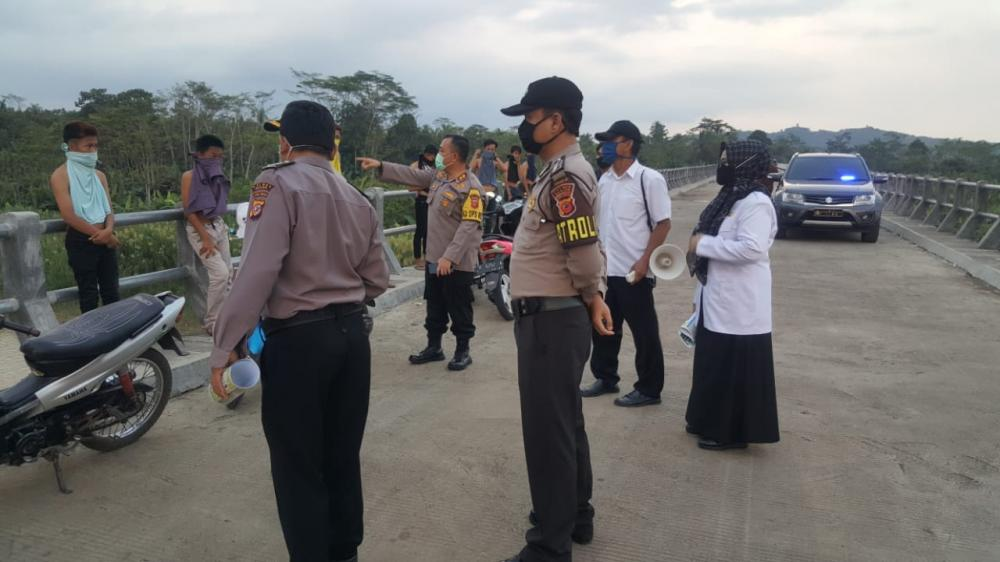 Upaya Penyekatan Lalu Lintas Terhadap Kendaraan di Perbatasan Jawa Tengah Dan Jawa Barat