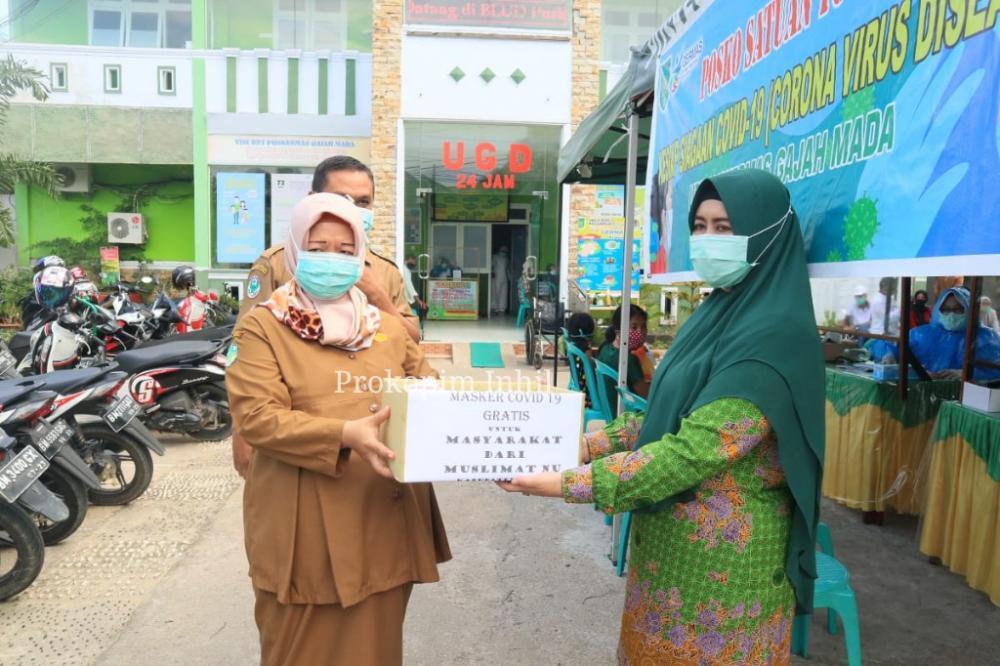 Ketua PC Muslimah NU Inhil Hj Zulaikha Wardan Bagikan Masker Buatan Sendiri